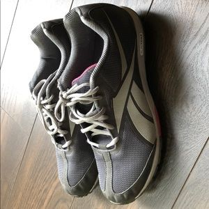 Reebok Shoes - Reebok size 9 sneakers. In amazing condition!